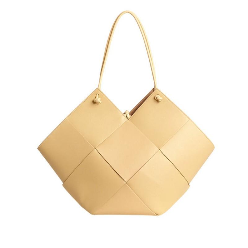 Large capacity ladies weave bags heart shaped purse Knit handbags